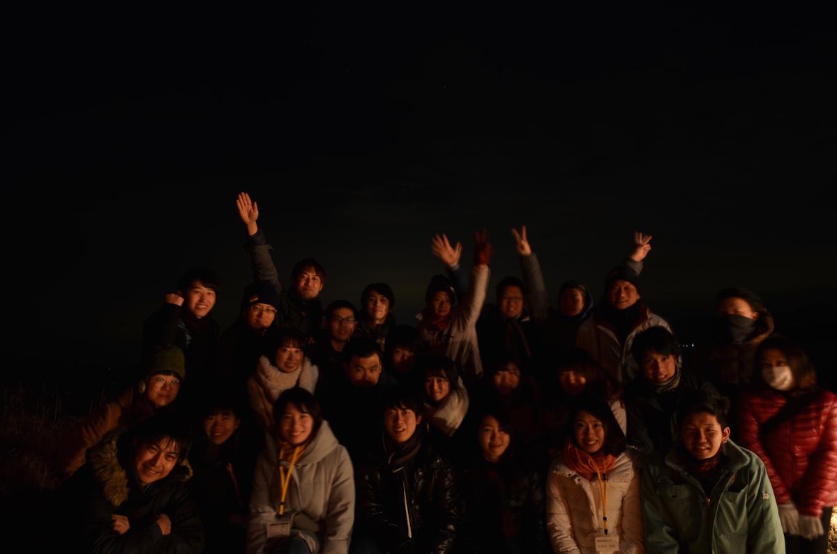 「七つの星の物語」での、「湊中学校区地域まちづくり会議」の皆さんと学生メンバーとの集合写真